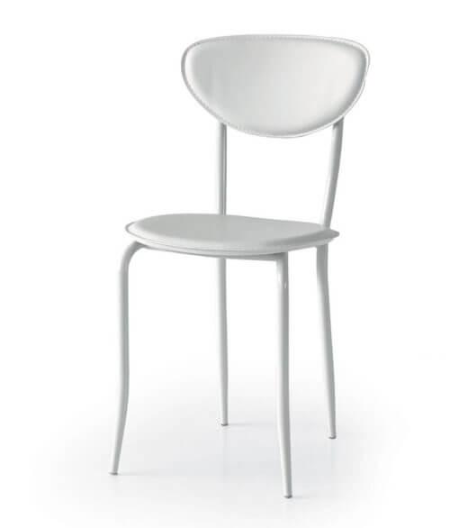 sedia in ecopelle e metallo da cucina bianca
