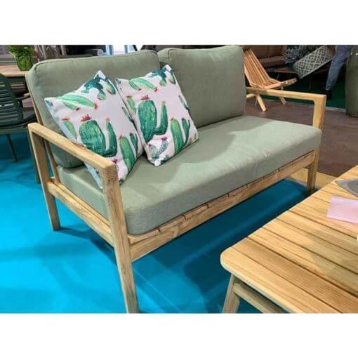 divano con tavolino in teak