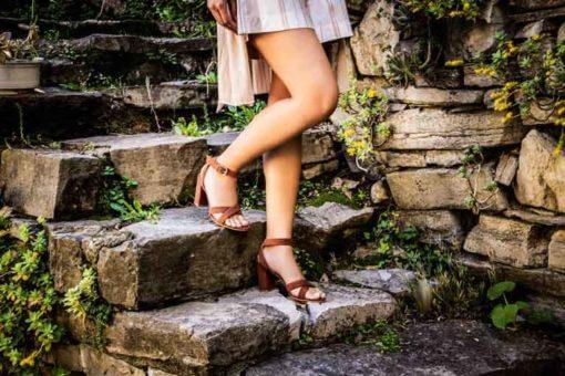 sandali alti ruggine indossati
