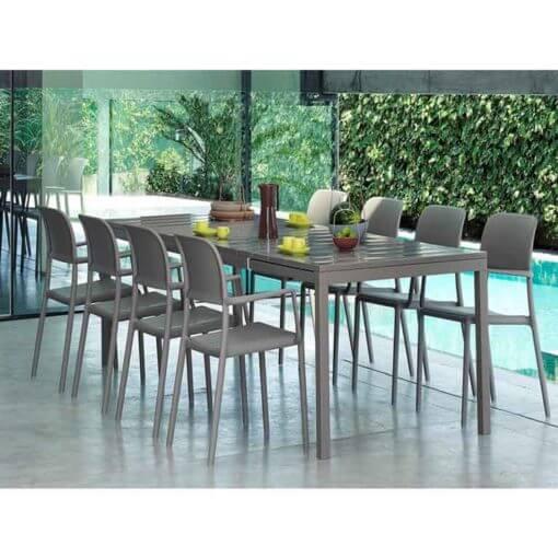 set da giardino con tavolo